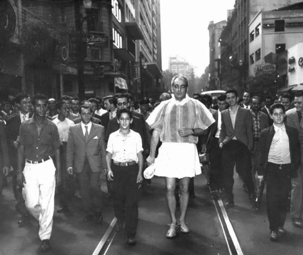 LAS EXPERIENCIAS DE FLÁVIO DE CARVALHO: SALIR A LA CALLE PARA REVELAR EL INCONSCIENTE SOCIAL